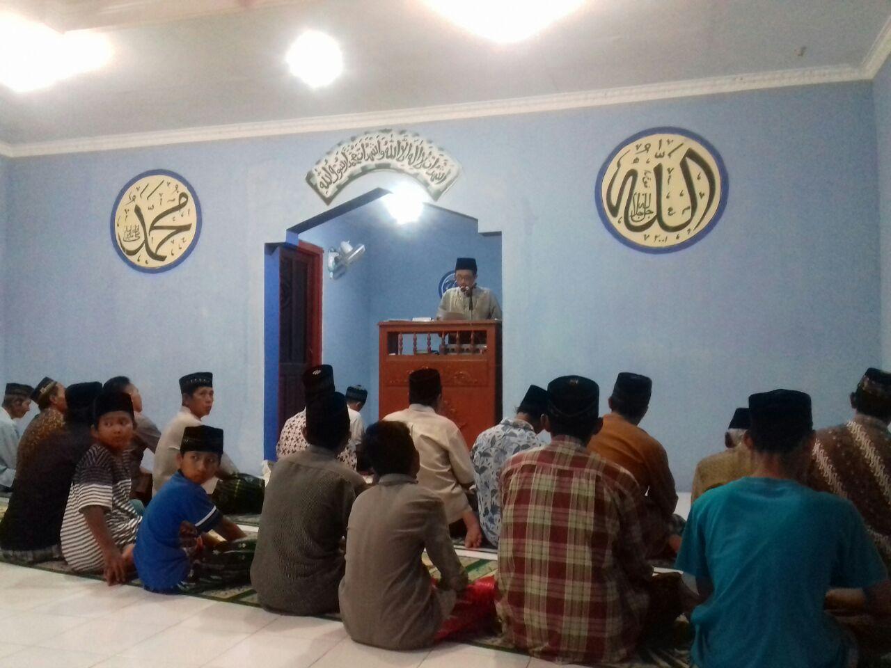 Mahasiswa KKN Melakukan Shalat Gerhana bersama Warga Kulon Progo
