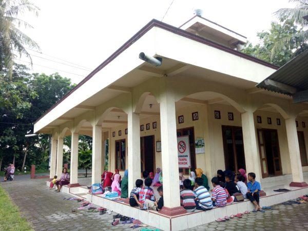 Mahasiswa KKN IIQ An-Nur Hidupkan Kembali TPA di Sapon Kulon Progo