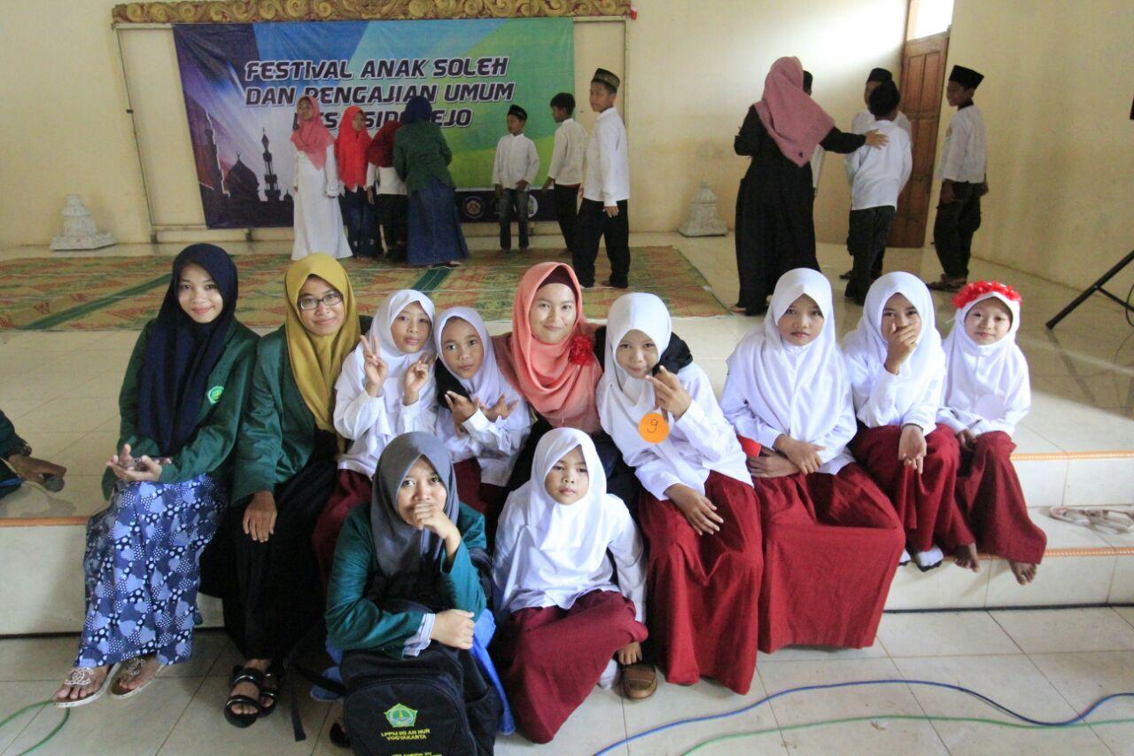 KKN IIQ An Nur, Forkom, dan Karang Taruna Sidorejo mengadakan Festival Anak Soleh