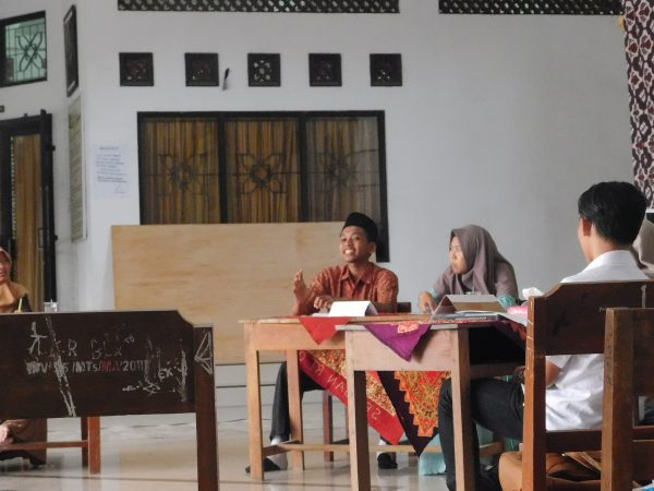 Debat Ilmiah Untuk Memperingati Hari Kartini