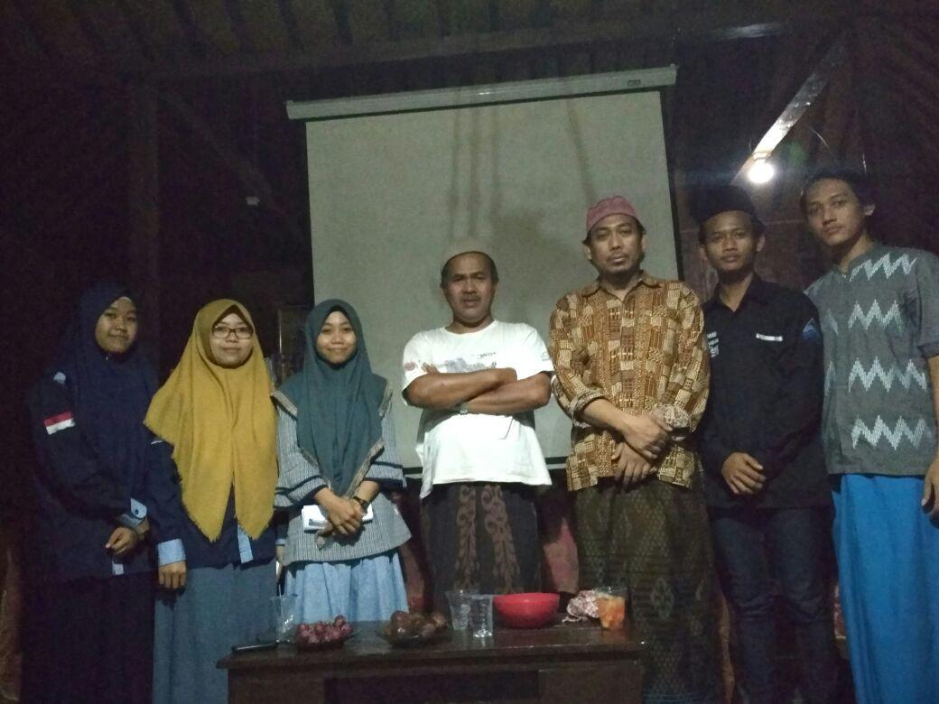 Mahasiswa Delegasi IIQ An Nur Ngabuburit Bersama Aguk Irawan MN dan Kiai Koeswaidi Syafi'i