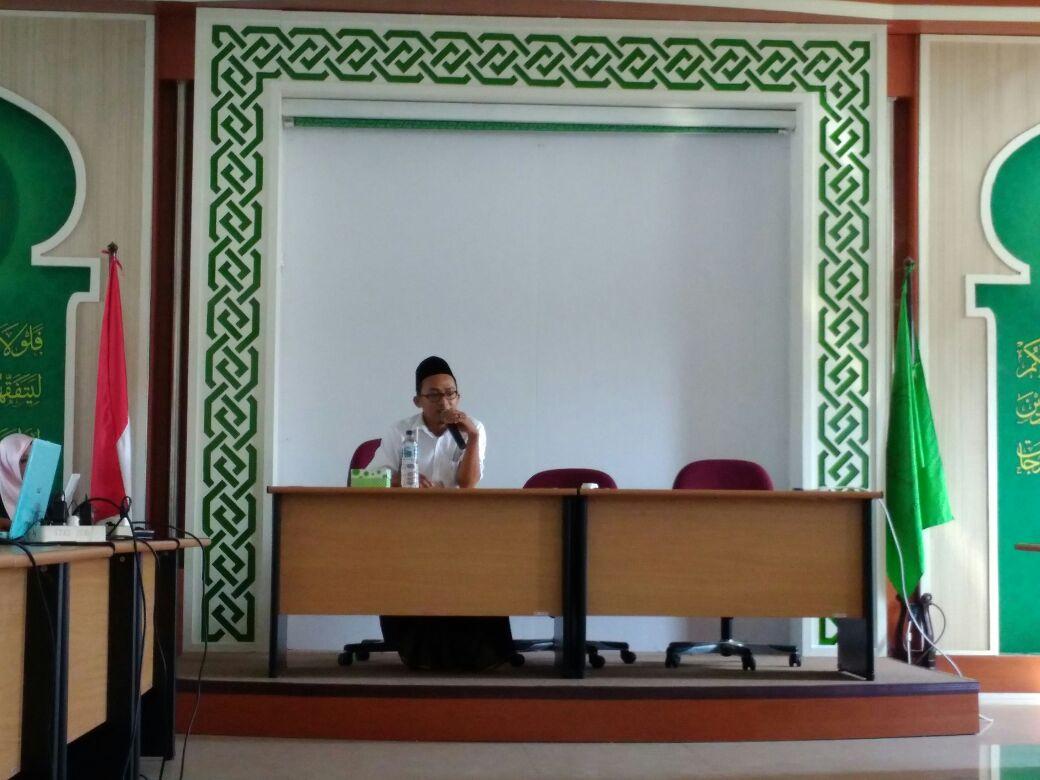 Qowim Ingatkan Para Peserta PJTD untuk Terus Menulis dan Menjaga Eksistensi Buletin Harokati