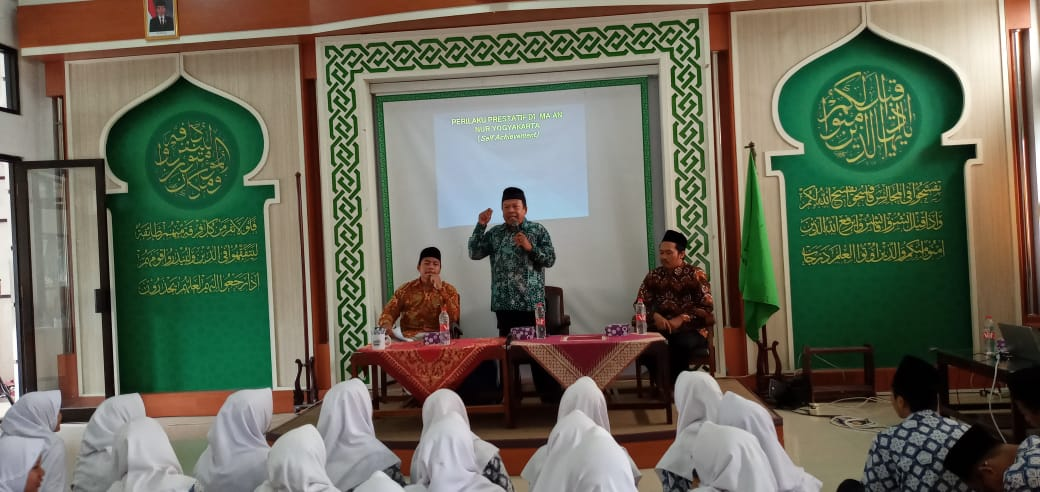Dosen IIQ An Nur Memberikan Motivasi Belajar Kepada Siswa-Siswa MA Al Ma'had An Nur